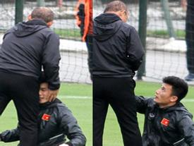 Ngồi ghế dự bị suốt mùa giải, đây là cách thầy Park 'yêu chiều' thủ môn Bùi Tiến Dũng