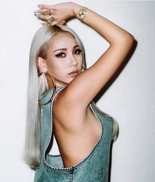Những nữ ca sĩ Kpop liên tục vướng tranh cãi vì trang phục phản cảm-3