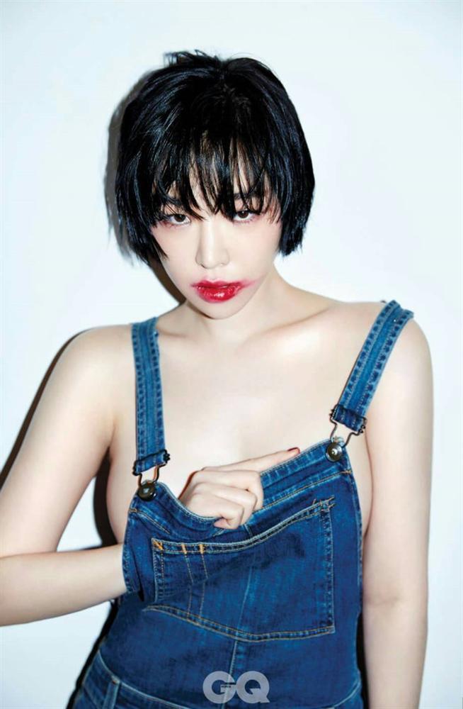 Những nữ ca sĩ Kpop liên tục vướng tranh cãi vì trang phục phản cảm-7