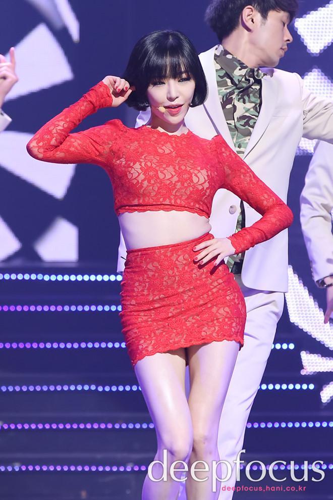 Những nữ ca sĩ Kpop liên tục vướng tranh cãi vì trang phục phản cảm-8
