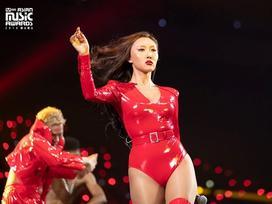 Những nữ ca sĩ Kpop liên tục vướng tranh cãi vì trang phục phản cảm