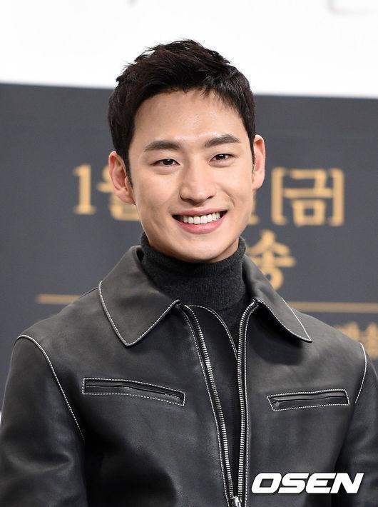 Bất ngờ với bảng xếp hạng diễn viên truyền hình được yêu thích nhất tại Hàn Quốc năm 2018-5