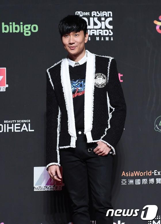 Song Joong Ki - Ahn Jae Hyun cùng BTS và Wanna One đổ bộ thảm đỏ MAMA 2018-5