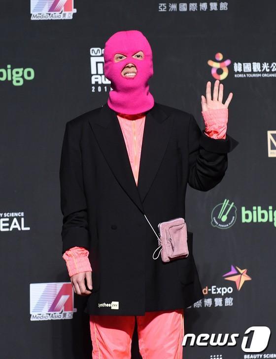 Song Joong Ki - Ahn Jae Hyun cùng BTS và Wanna One đổ bộ thảm đỏ MAMA 2018-9