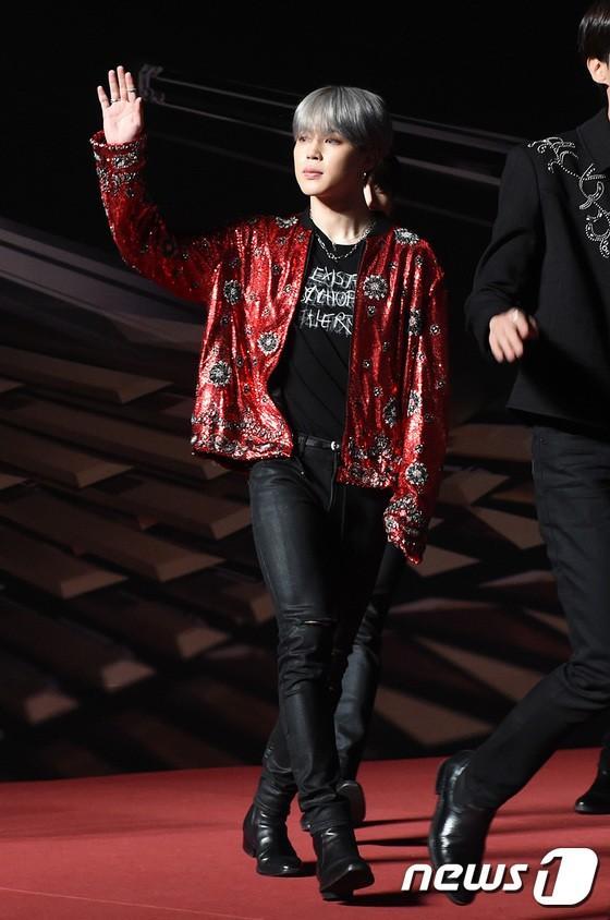 Song Joong Ki - Ahn Jae Hyun cùng BTS và Wanna One đổ bộ thảm đỏ MAMA 2018-14
