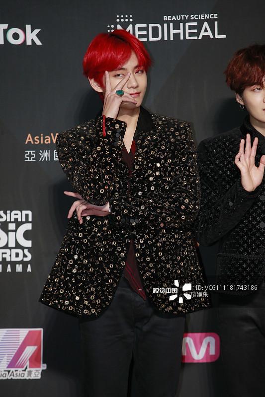 Song Joong Ki - Ahn Jae Hyun cùng BTS và Wanna One đổ bộ thảm đỏ MAMA 2018-16
