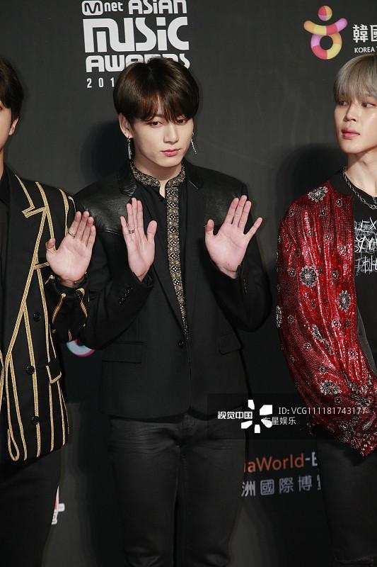 Song Joong Ki - Ahn Jae Hyun cùng BTS và Wanna One đổ bộ thảm đỏ MAMA 2018-20
