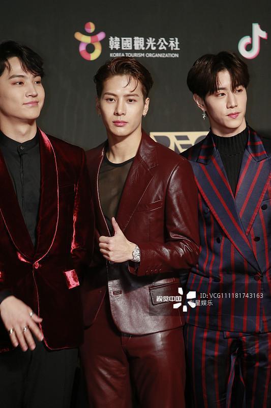 Song Joong Ki - Ahn Jae Hyun cùng BTS và Wanna One đổ bộ thảm đỏ MAMA 2018-21