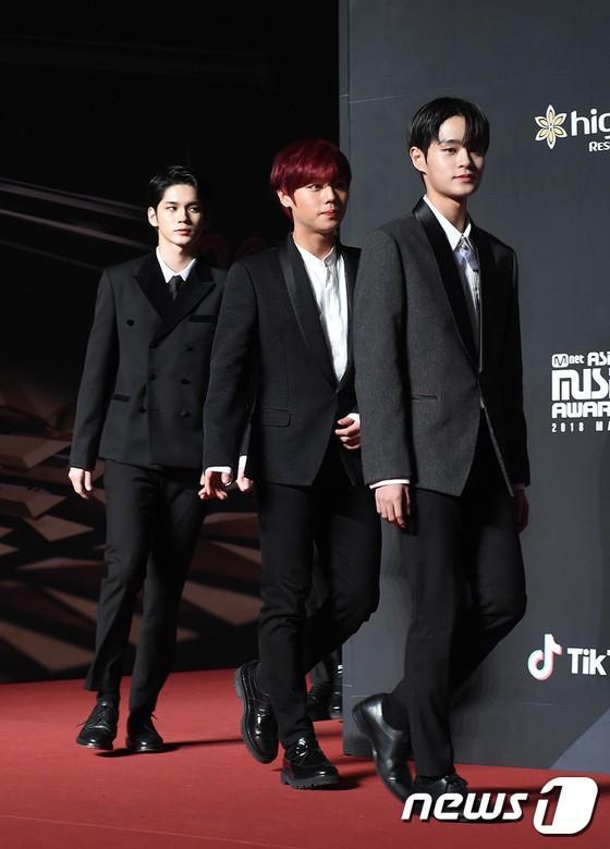 Song Joong Ki - Ahn Jae Hyun cùng BTS và Wanna One đổ bộ thảm đỏ MAMA 2018-25