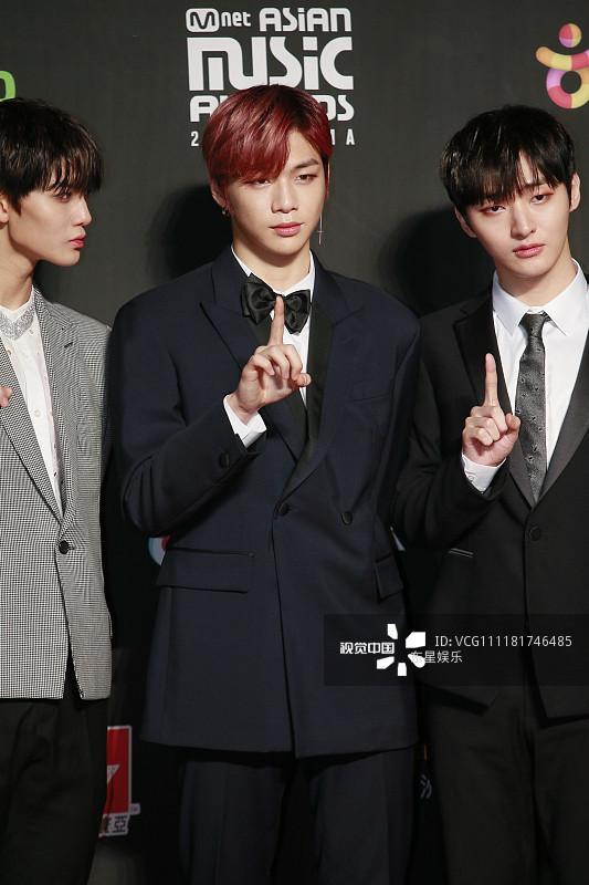 Song Joong Ki - Ahn Jae Hyun cùng BTS và Wanna One đổ bộ thảm đỏ MAMA 2018-29