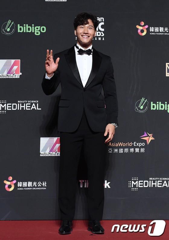 Song Joong Ki - Ahn Jae Hyun cùng BTS và Wanna One đổ bộ thảm đỏ MAMA 2018-11