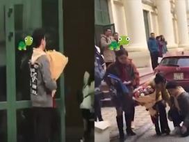 Mang hoa quỳ gối tỏ tình 'hot girl' Học viện Âm nhạc, nam sinh bị dân mạng 'ném đá' vì lý do này
