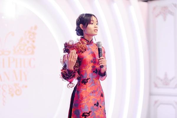 Thí sinh chuyển giới ôm con, mang chồng lên sân khấu khiến Hương Giang tròn mắt ngưỡng mộ-4