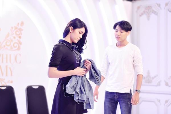 Thí sinh chuyển giới ôm con, mang chồng lên sân khấu khiến Hương Giang tròn mắt ngưỡng mộ-6