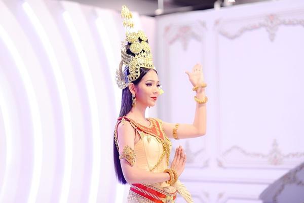 Thí sinh chuyển giới ôm con, mang chồng lên sân khấu khiến Hương Giang tròn mắt ngưỡng mộ-9