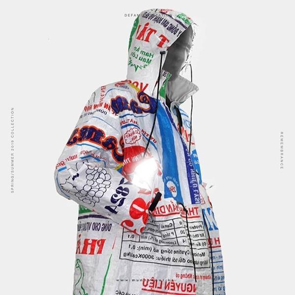 Rapper Hàn diện áo khoác in hình bao bì cám con cò Việt Nam-2