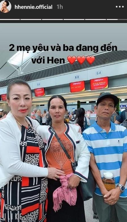 Bố mẹ HHen Niê từ Đắk Lắk tới Thái Lan cổ vũ con thi Hoa hậu Hoàn vũ-1