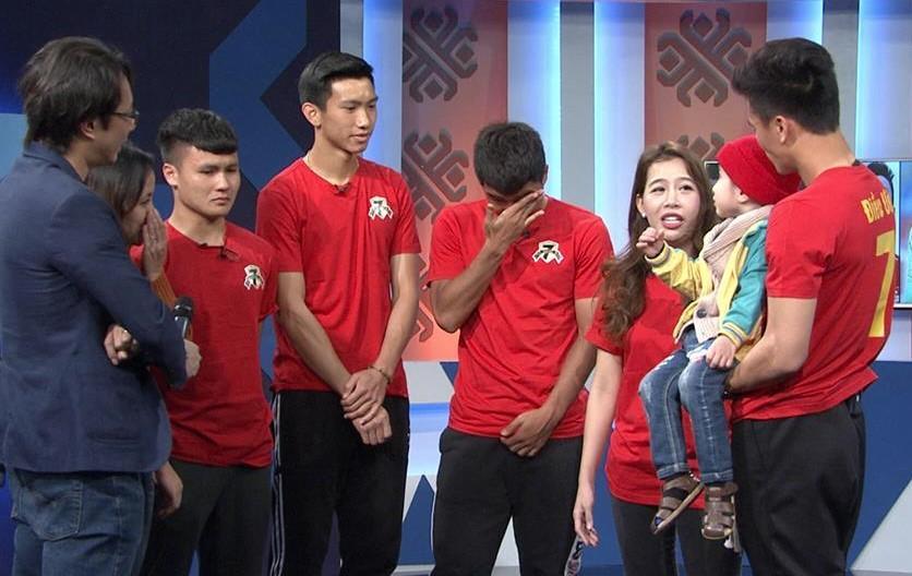 Tranh thủ thời gian nghỉ hiếm hoi tham gia Điều ước thứ 7, dàn cầu thủ U23 quyết tâm giành cúp vàng tặng fan nhí bị u não-2