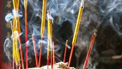 Cuối năm rút chân nhang, lau dọn bàn thờ lúc nào chuẩn nhất để được gia tiên phù hộ, độ mệnh, ban phước?