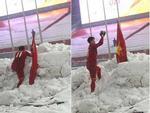 Bức ảnh ăn mừng chiến thắng hot nhất mạng xã hội hôm qua: Thầy Park tình bể bình bên Văn Quyết-3