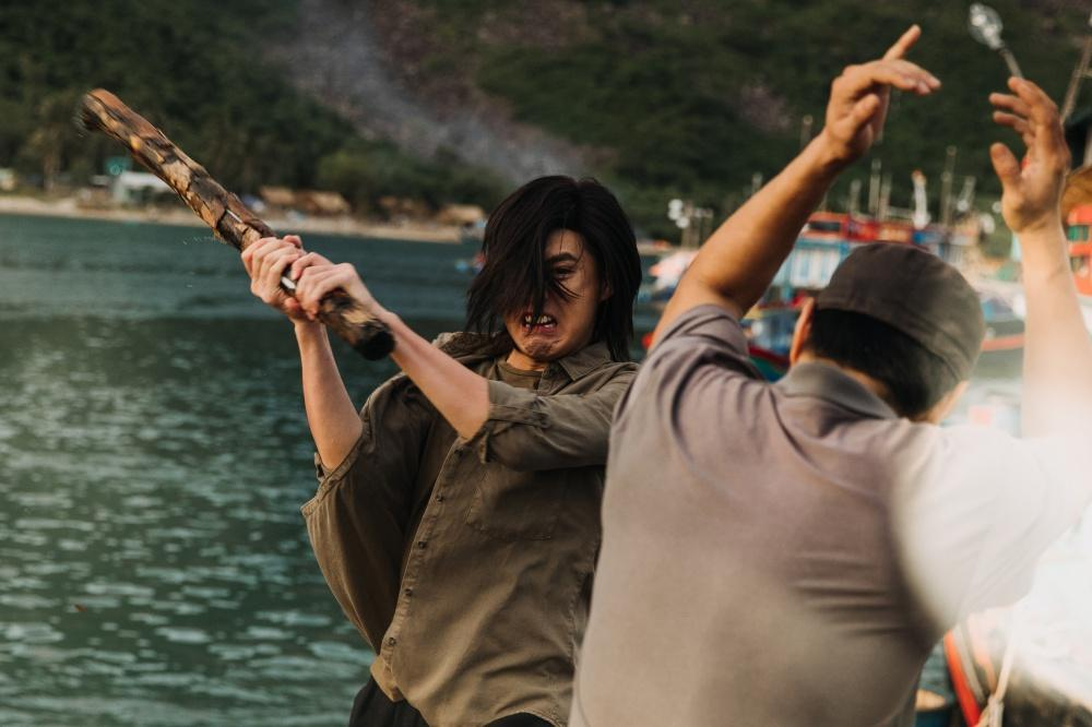 Noo Phước Thịnh để tóc dài, đánh nhau ác liệt trong MV mới-5