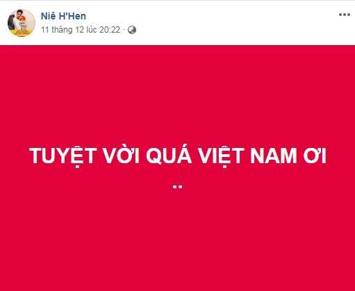 Đang bận tổng duyệt Miss Universe, HHen Niê vẫn rủ hoa hậu Mỹ mặc áo cờ đỏ sao vàng cổ vũ tuyển Việt Nam-8