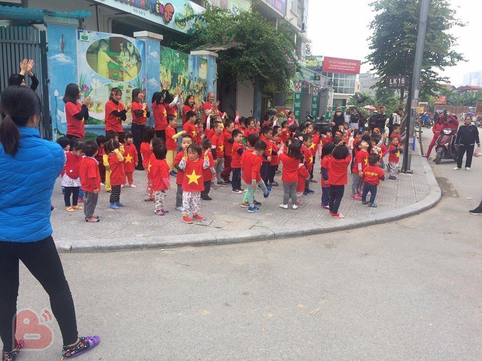 Bóng chưa lăn cổ động viên Malaysia đã đại náo đường phố, khán giả Việt nói gì?-1