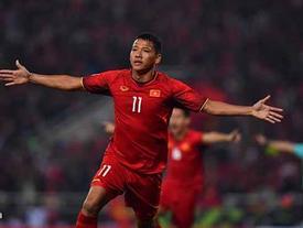 Kết thúc hiệp 1 Việt Nam 1-0 Malaysia: Anh Đức vô-lê ghi tuyệt phẩm, Văn Lâm bắt bóng xuất thần