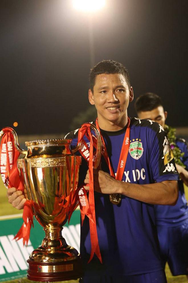Profile không phải dạng vừa của Nguyễn Anh Đức - cầu thủ vừa nhận 2,2 tỷ đồng tiền mặt khi chọc thủng lưới tuyển Malaysia-10