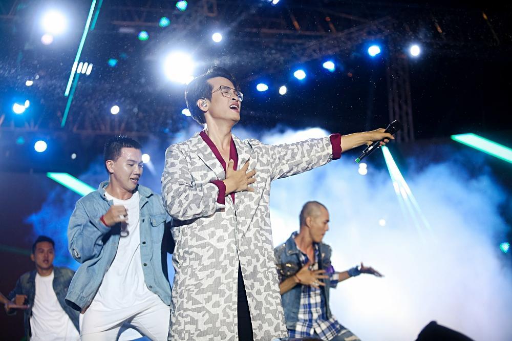 Dàn sao khủng bùng cháy cùng hàng chục ngàn khán giả Đà Nẵng bất chấp trời mưa-6