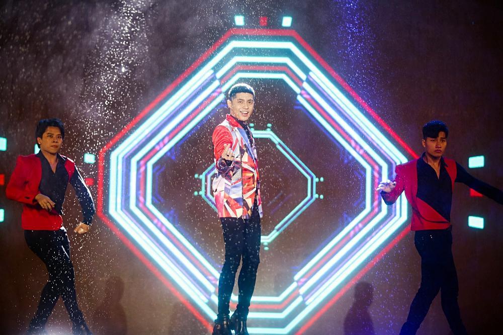 Dàn sao khủng bùng cháy cùng hàng chục ngàn khán giả Đà Nẵng bất chấp trời mưa-9
