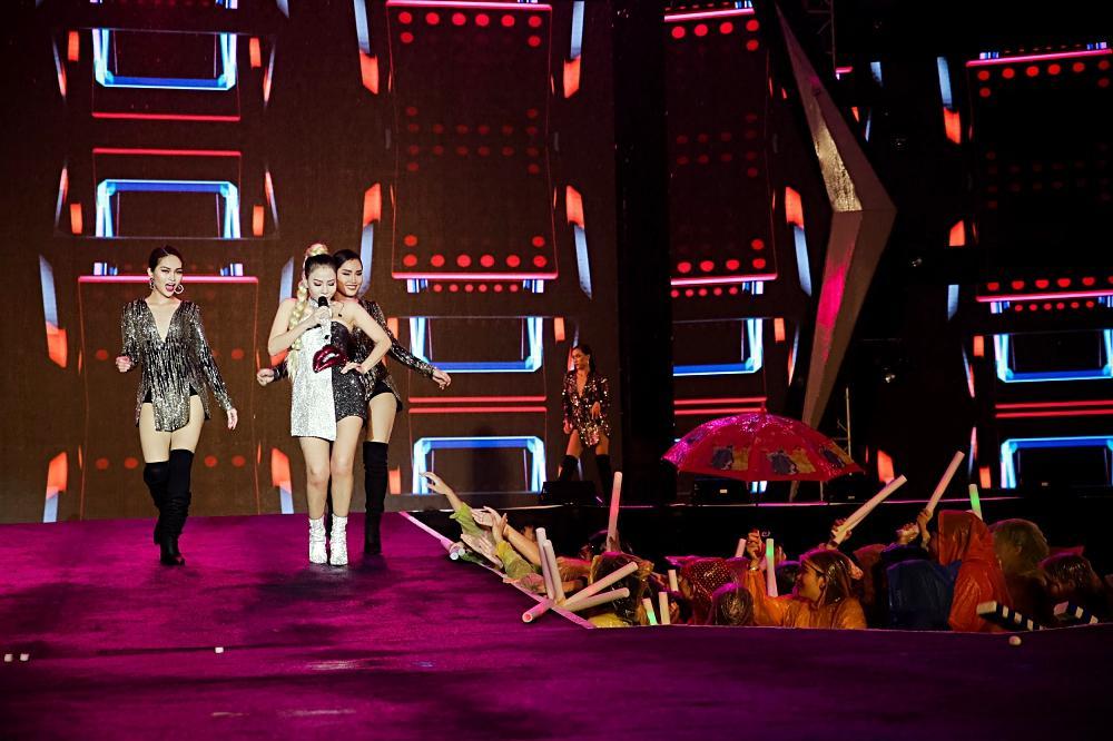 Dàn sao khủng bùng cháy cùng hàng chục ngàn khán giả Đà Nẵng bất chấp trời mưa-11