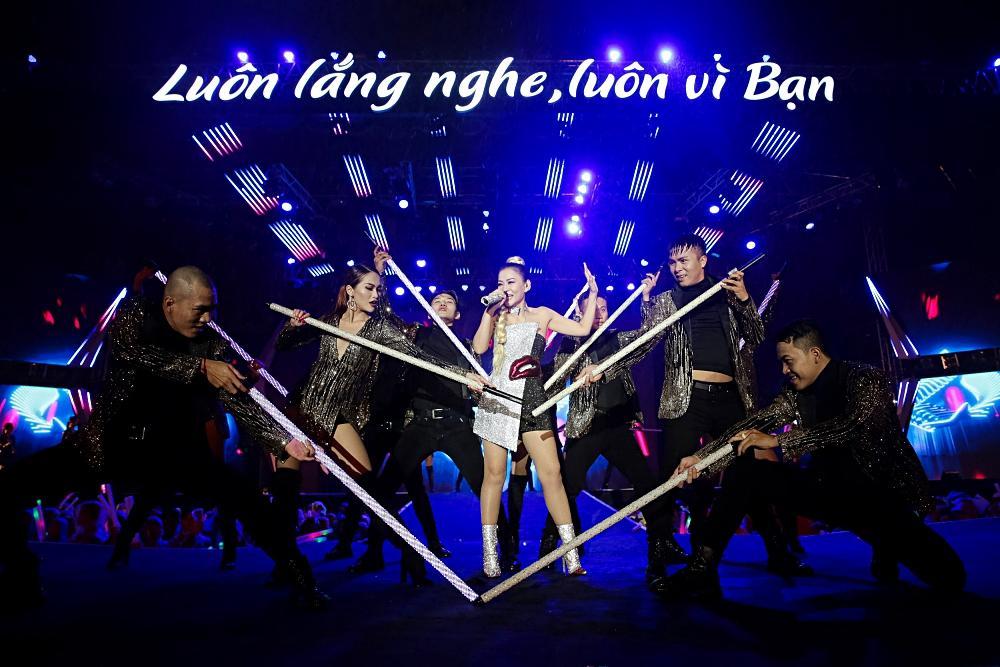 Dàn sao khủng bùng cháy cùng hàng chục ngàn khán giả Đà Nẵng bất chấp trời mưa-12