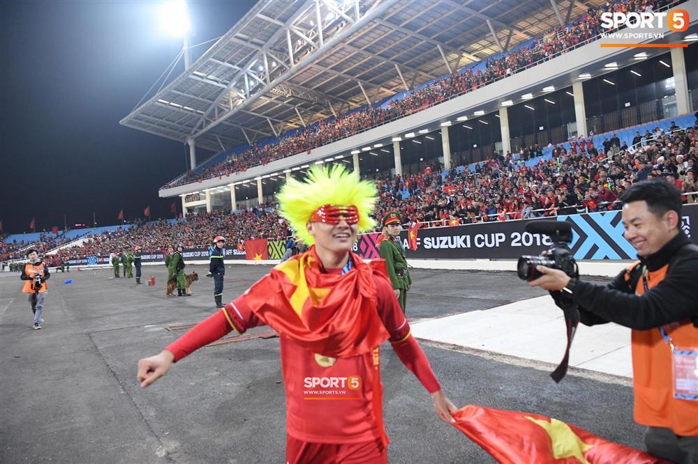 Quang Hải có màn hóa trang ăn mừng chức vô địch AFF Cup 2018 siêu đáng yêu-1