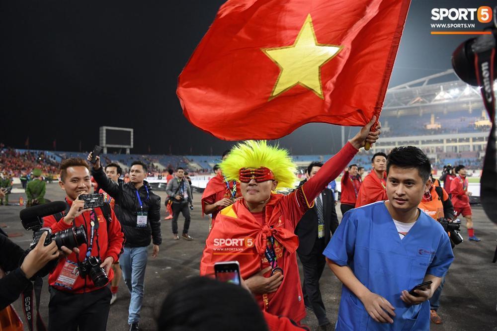Quang Hải có màn hóa trang ăn mừng chức vô địch AFF Cup 2018 siêu đáng yêu-3