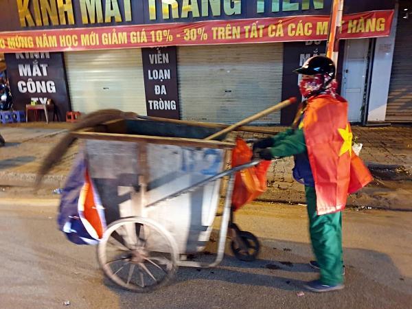 Việt Nam vô địch: Muôn kiểu đi bão hài hước đốn tim người hâm mộ-3