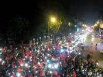 Đường Hà Nội ùn tắc lúc 1h sáng vì cổ động viên đi 'bão đêm'