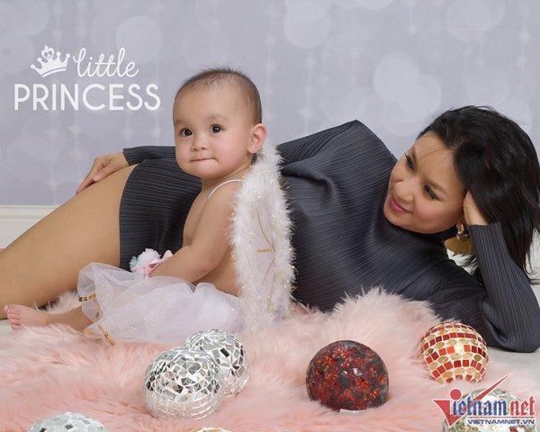 Biểu tượng gợi cảm Y Phụng khoe con gái tròn 1 tuổi ở Mỹ-2