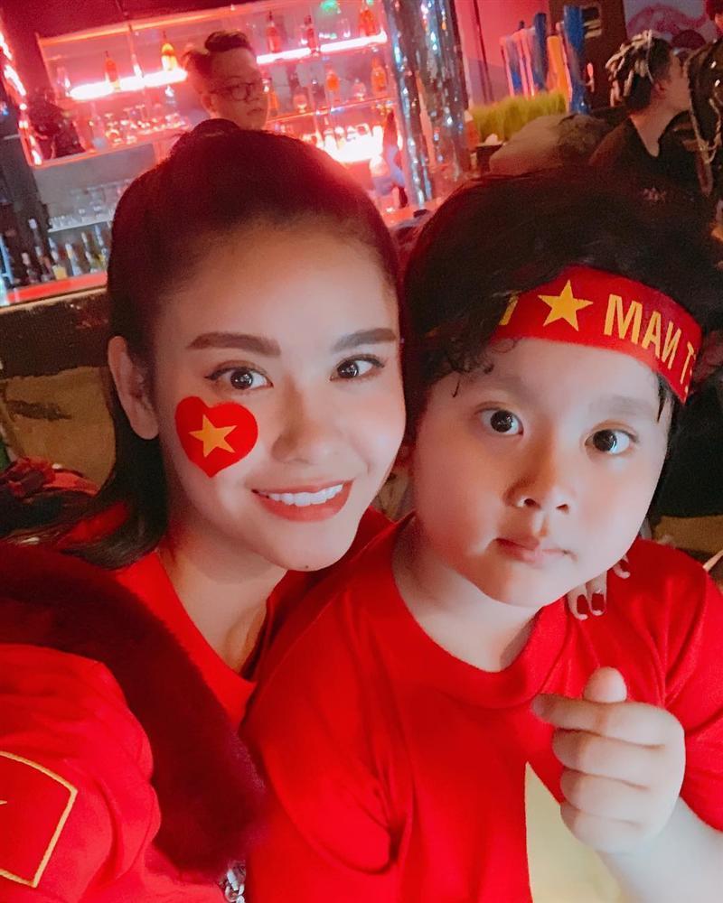 Đoán đúng Việt Nam vô địch nhưng Trấn Thành lại đi bão vào thời điểm đường không một bóng người-10