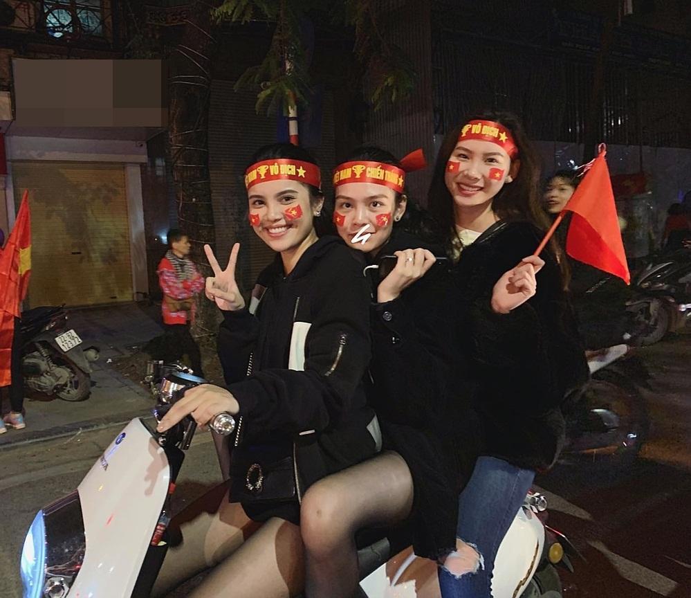 Đi bão độc đáo như sao Việt: Đại gia chở bạn gái bằng xe máy, mỹ nữ được trai lạ bế bổng giữa phố đông-8