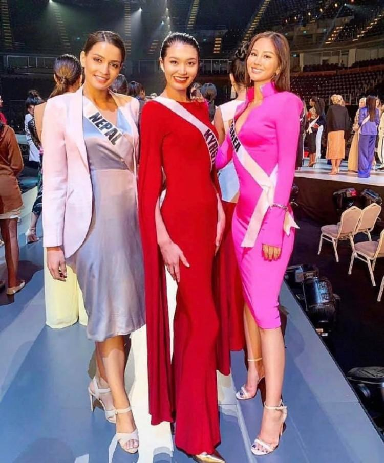 Thân thiết như Hoa hậu Hàn Quốc và HHen Niê ở Miss Universe: cùng phòng, dép tổ ong đôi và mặc chung váy?-3