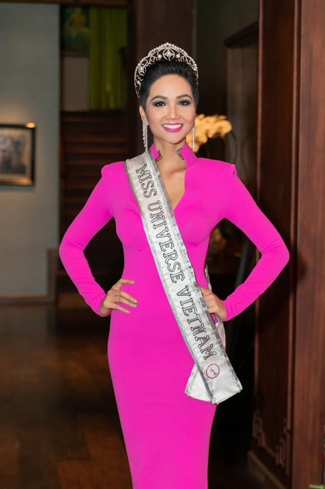 Thân thiết như Hoa hậu Hàn Quốc và HHen Niê ở Miss Universe: cùng phòng, dép tổ ong đôi và mặc chung váy?-4