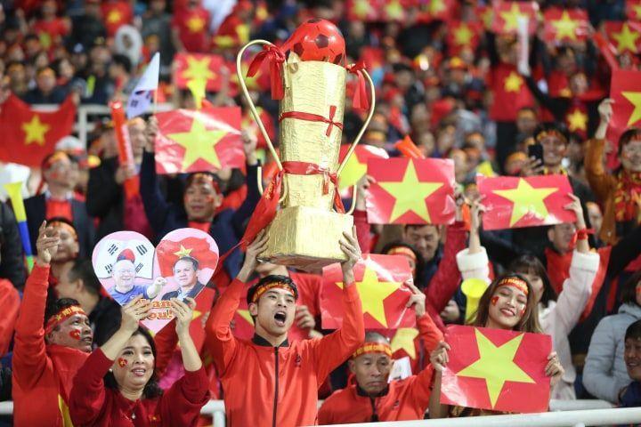 DẤU ẤN THẬP KỶ: Việt Nam đã vô địch AFF Cup, còn gì tuyệt hơn nếu HHen Niê intop Miss Universe sáng mai!-2