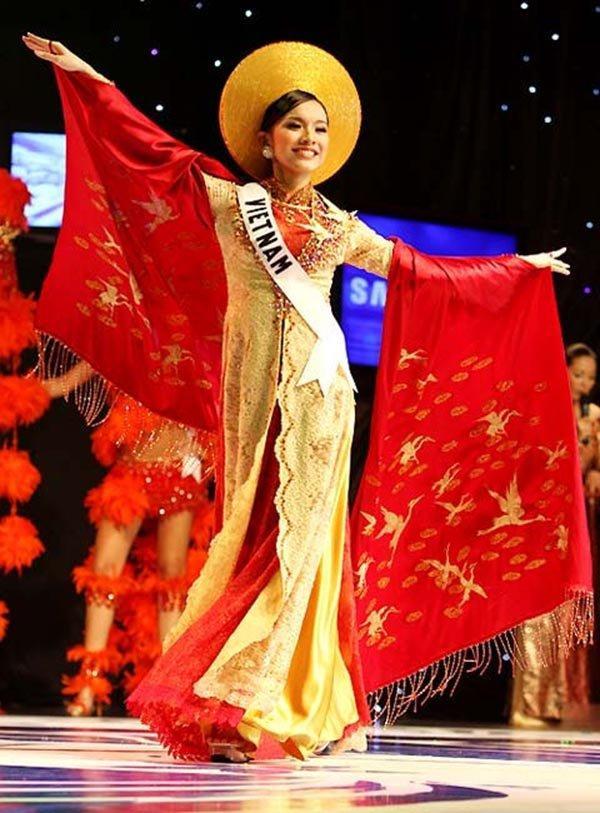 DẤU ẤN THẬP KỶ: Việt Nam đã vô địch AFF Cup, còn gì tuyệt hơn nếu HHen Niê intop Miss Universe sáng mai!-4
