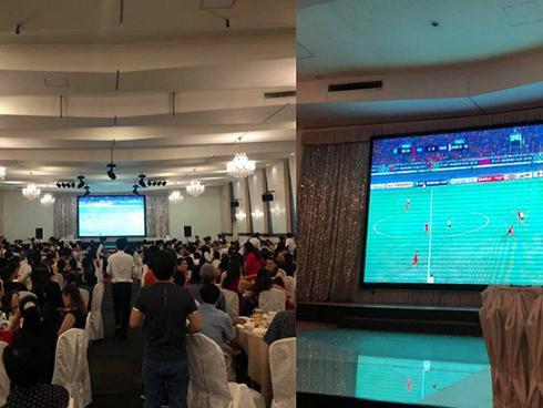 Cặp đôi 'nhọ' nhất năm: Cưới đúng ngày đá Chung kết AFF Cup, hội trường vu quy biến thành nơi offline đá bóng