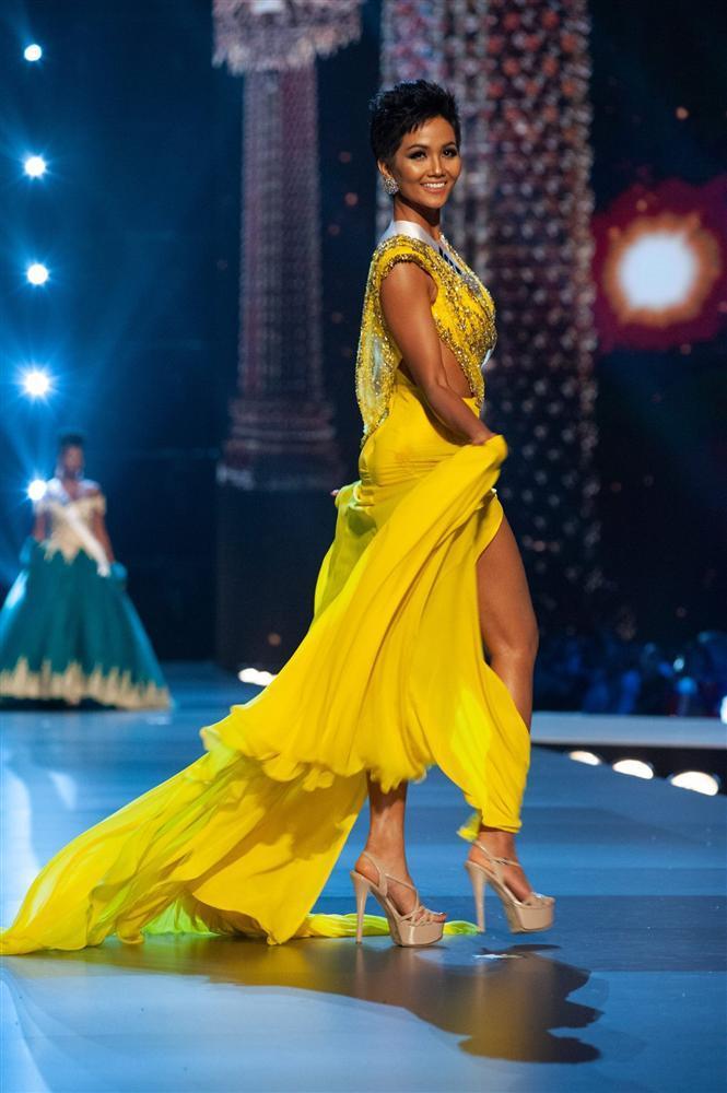 DẤU ẤN THẬP KỶ: Việt Nam đã vô địch AFF Cup, còn gì tuyệt hơn nếu HHen Niê intop Miss Universe sáng mai!-8