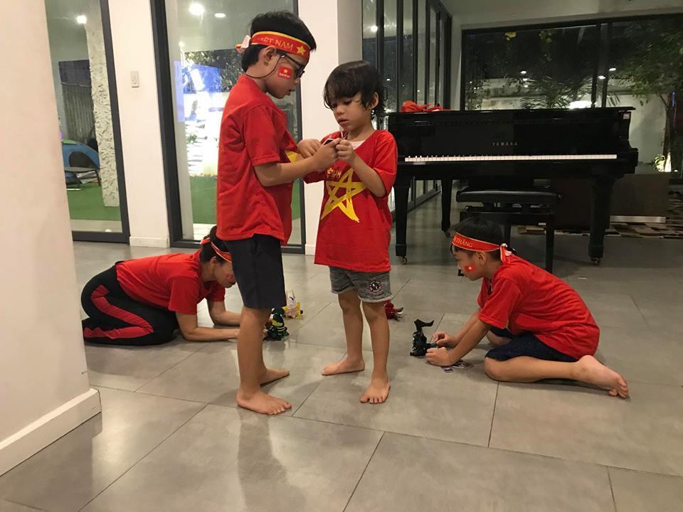 Kim Lý cùng gia đình Hồ Ngọc Hà ăn mừng đội tuyển Việt Nam vô địch trong biệt thự triệu đô-10