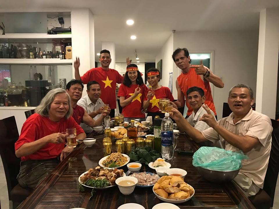 Kim Lý cùng gia đình Hồ Ngọc Hà ăn mừng đội tuyển Việt Nam vô địch trong biệt thự triệu đô-3