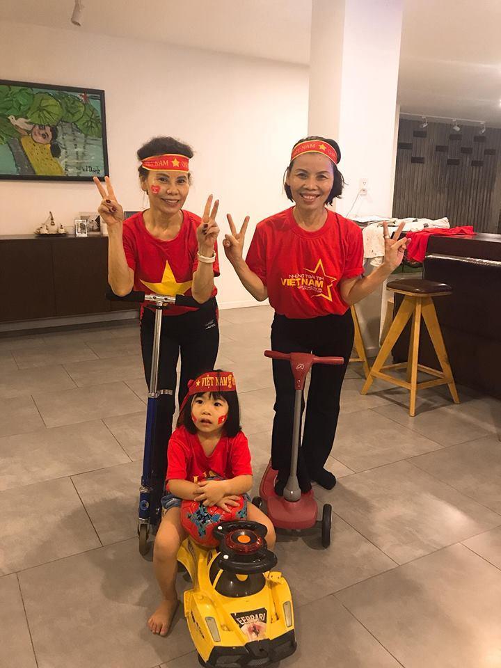Kim Lý cùng gia đình Hồ Ngọc Hà ăn mừng đội tuyển Việt Nam vô địch trong biệt thự triệu đô-12
