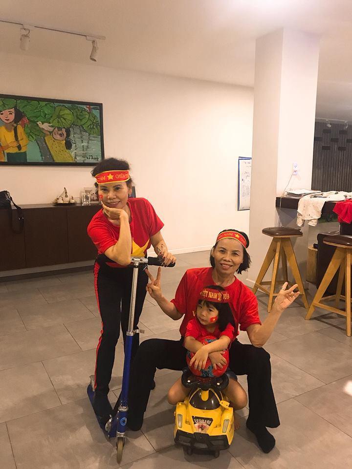 Kim Lý cùng gia đình Hồ Ngọc Hà ăn mừng đội tuyển Việt Nam vô địch trong biệt thự triệu đô-13